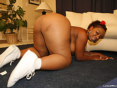 Thick ass black slut gets pounded [30 pictures]